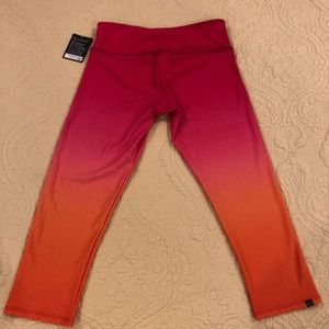 NWT! Onzie Ombré Capri Leggings size small/medium